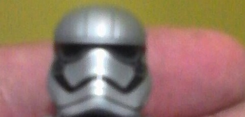 Könnte dies die LEGO Captain Phasma Minifigur sein?