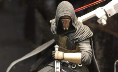 Live-Bild der Gentle Giant Darth Revan Collector's Gallery Statue